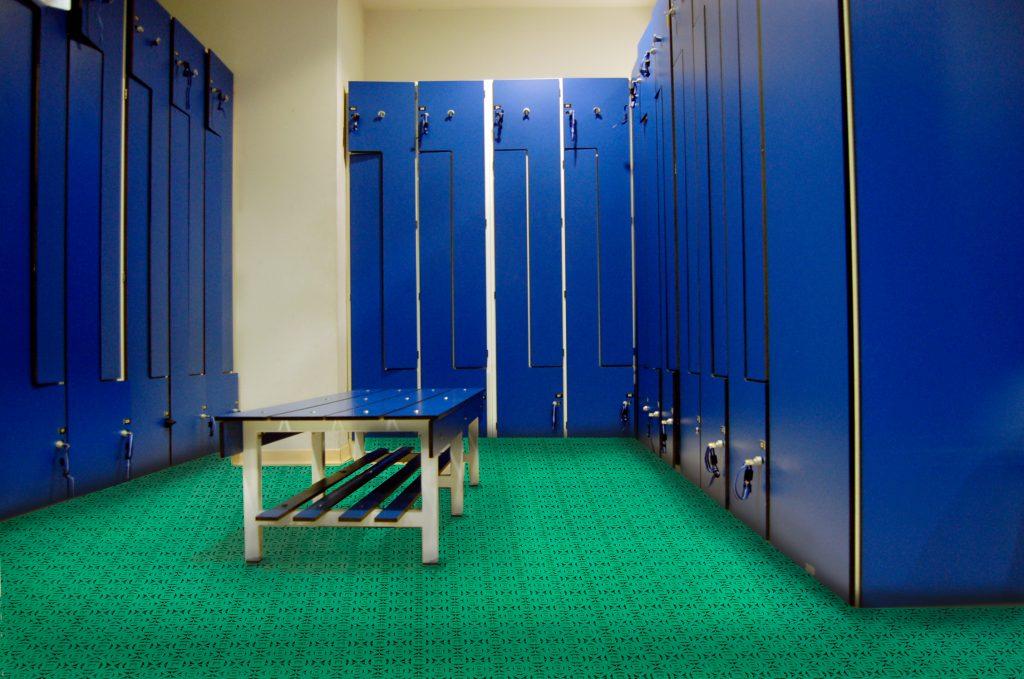 Suelo de plástico prefabricado para uso en zonas húmedas como gimnasios, vestuarios en general o spas.
