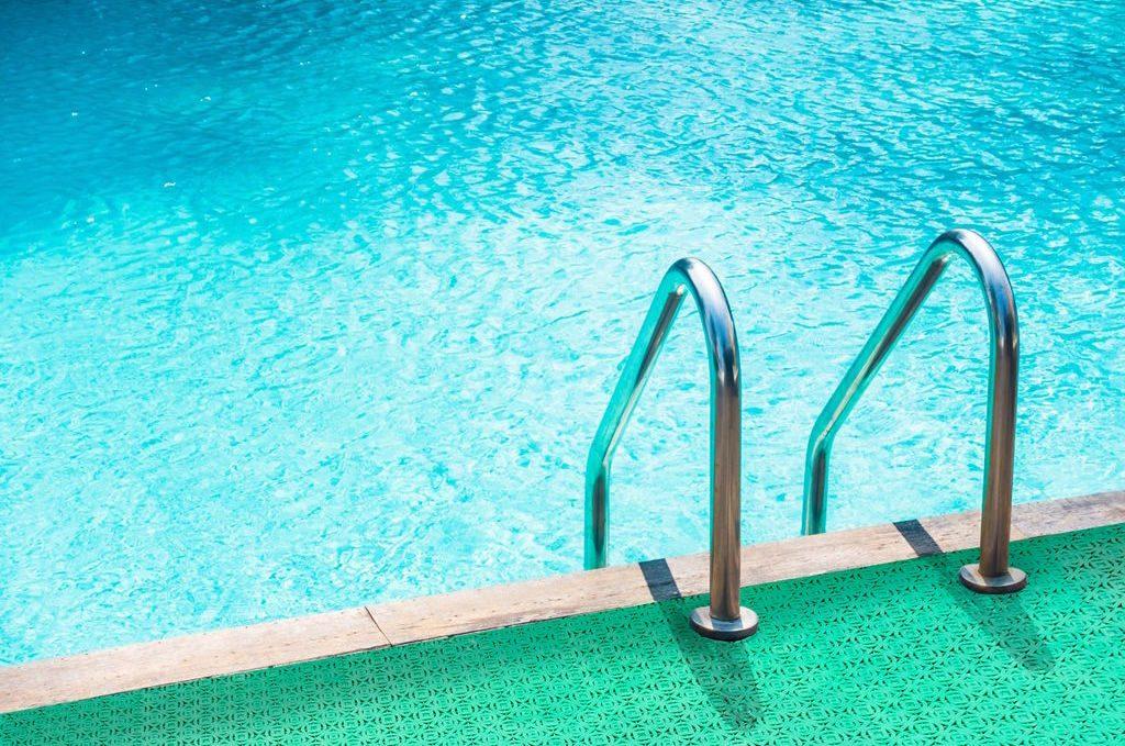 losetas para suelos húmedos como los de piscinas o  vestuarios